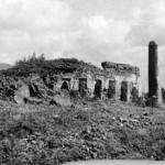 Storia di Malindi - Le rovine di una vecchia moschea Swahili sulla spiaggia di Malindi, insieme a diverse tombe pilastro. La maggior parte di questo è scomparso da quando la città ha cominciato a crescere (foto d'epoca).