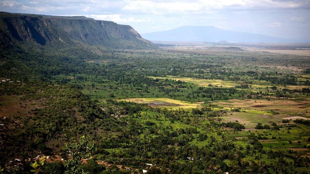 Tanzania: trekking between the craters
